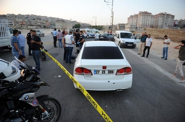 Otomobilden Polise Ateş Açıldı
