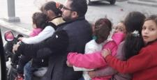 Motosikletine 6 çocuk bindirip trafiğe çıktı!
