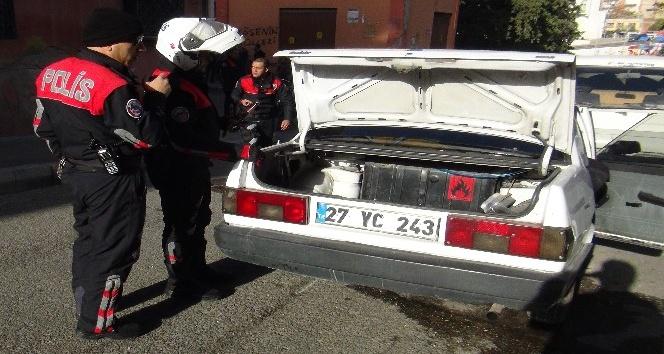 Çaldıkları otomobille polisten kaçan şahıslar kaza yaptı