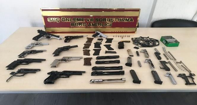 Gaziantep polisinden silah deposuna operasyon