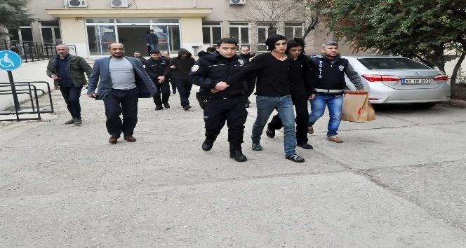 Kuyumcuyu gasp eden çete üyeleri Suriye'ye kaçmak isterken yakalandı