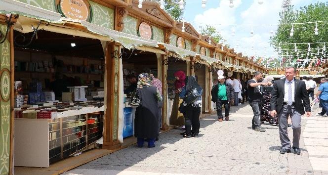 Gaziantep'te kitap fuarını 2 günde 35 bin kişi ziyaret etti
