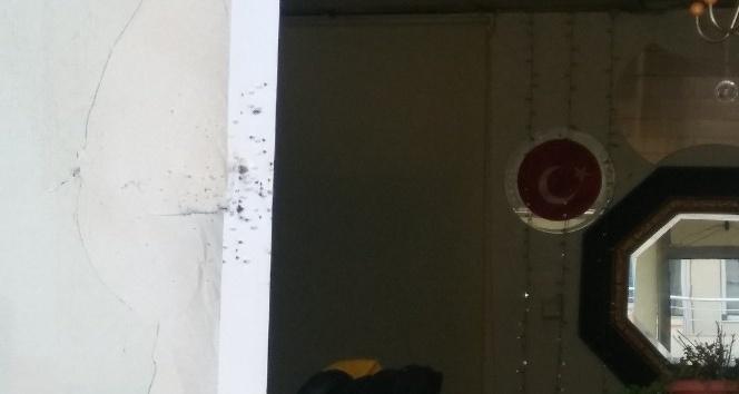 Berber dükkanına kurşun yağdırdılar: 1'i ağır 3 yaralı