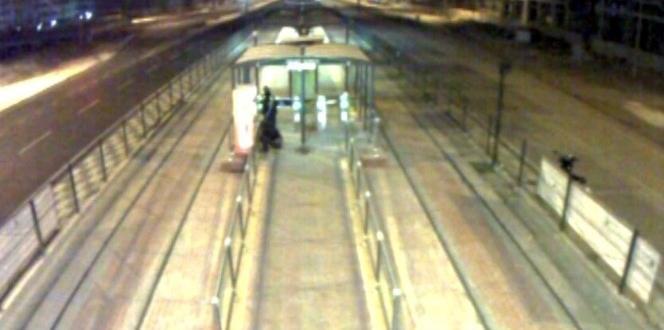 Kart dolum merkezini soymaya çalışan şahısları kamera görüntüleri yakalattı