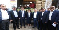 Büyükşehir, Nurdağı ilçesinde arpa ve buğday tohumu dağıttı