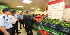 Pazarcı denetimiyle gündeme gelen belediye başkanından marketlere şok baskın