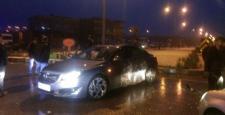 Kavşakta iki araç kafa kafaya çarpıştı: 2 yaralı