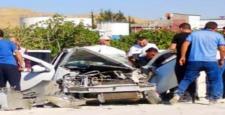 Gaziantep'in Şehitkamil İlçesinde Bir Otomobil, İş Makinesine Çarptı