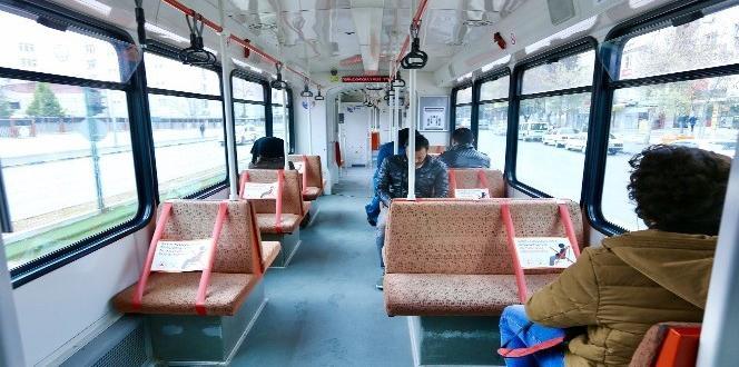Otobüs ve Tramvaylara Sosyal Mesafe Şeridi