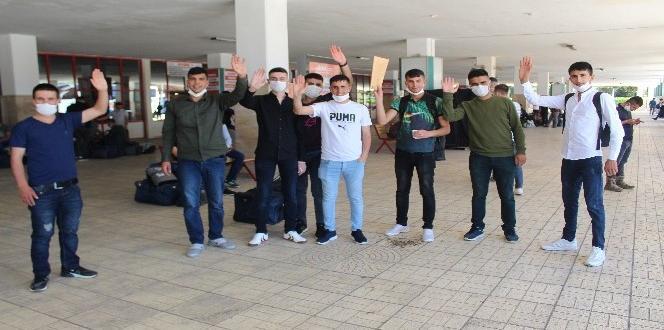 Gaziantep Otogarı'nda terhis yoğunluğu ve sevinci