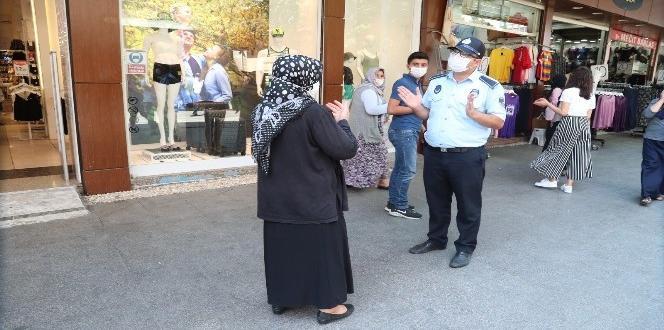 Gaziantep'te sokak sokak maske dağıtıldı