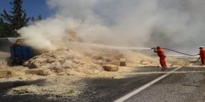 Gaziantep'te saman yüklü tır alev alev yandı