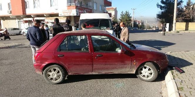 Virajı Alamayan Otomobil Başka Bir Araca Çarptı