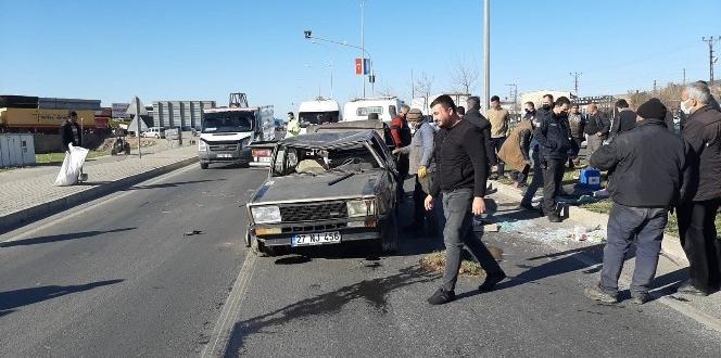 Tırın Çarptığı Araç Savrularak Taklalar Attı