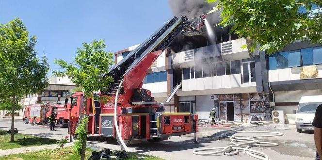 Terlik Fabrikasında Yangın: 1 Yaralı