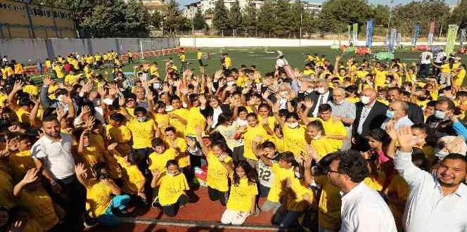 Gaziantep Büyükşehir ilçe spor şenliklerinin startını Nurdağı'nda verdi