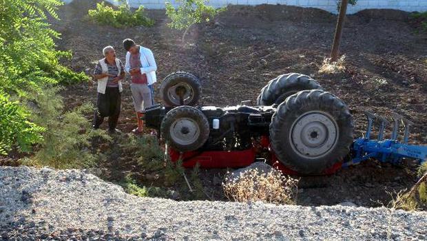 TIR'ın çarptığı traktör, çocukların üzerine devrildi: 2 ölü, 1 yaralı