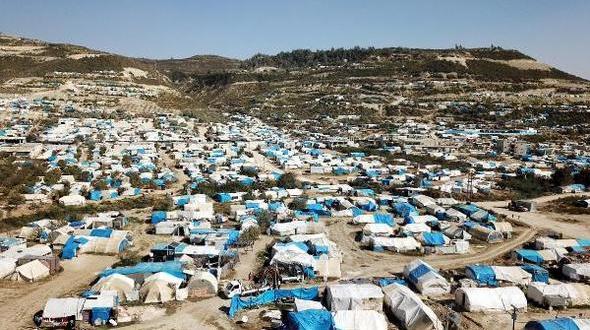 Türkiye sınırının yanı başında çadırda yaşıyorlar