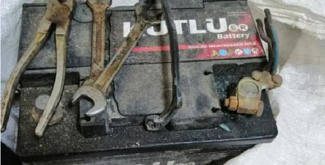Sırtında Çuvalla Yakalanan Akü Hırsızı Tutuklandı