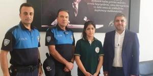 Kız Öğrenciye Polisler Sahip Çıktı