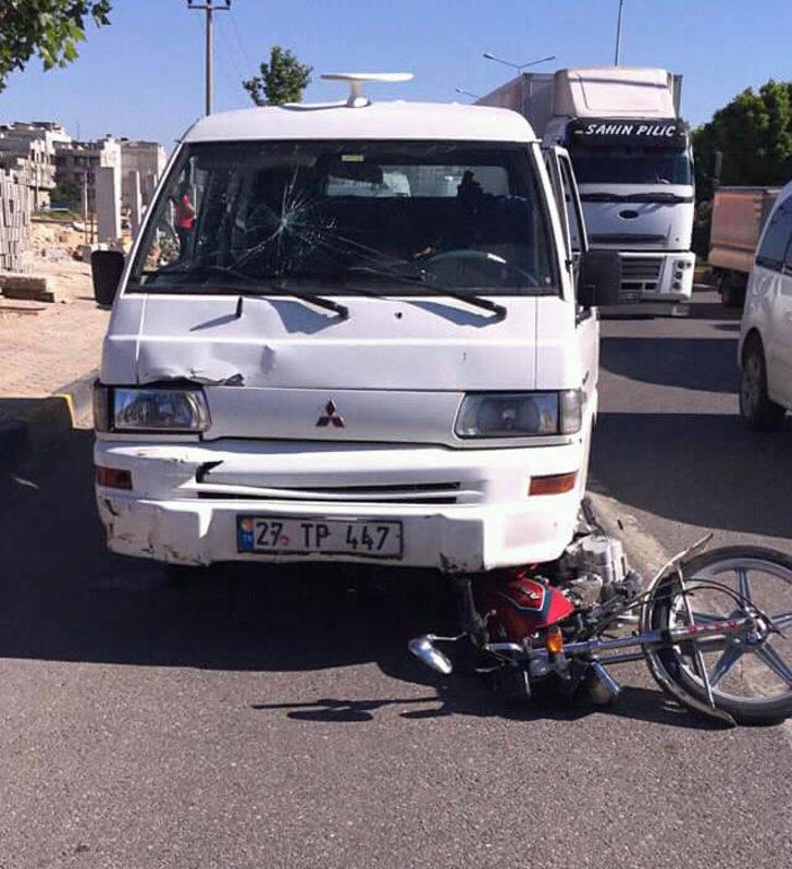 Minibüsün çarptığı motosikletli öldü