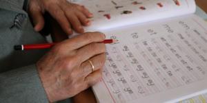 80 yaşındaki ninenin okuryazar olma azmi