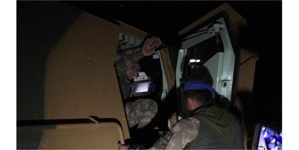 Afrin'e Giden Komandolar Türk Bayraklarıyla Karşılandı