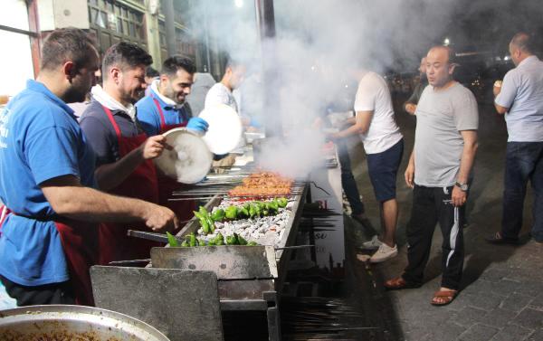 Gaziantep'te İftardan Sahura 5 Ton Ciğer Tüketiliyor
