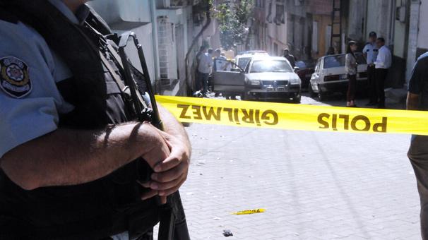 Gaziantep'te otomobile av tüfeği ile ateş açıldı
