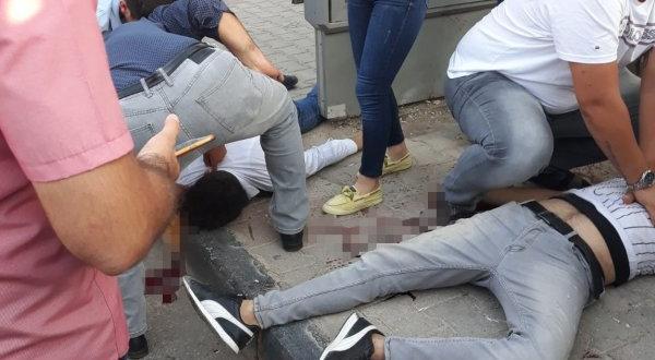 Gaziantep'te Motosiklet Metrobüs Durağına Çarptı