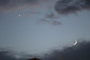 Gökyüzünde Ay ile Yıldızın Buluşması Böyle Görüntülendi