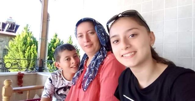 İlk Ders Günü Trafik Kazasında Hayatını Kaybeden Kardeşler Anneleri ile Toprağa Verildi