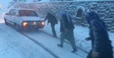 Nurdağı'nda Kar Yağışı Trafiği Olumsuz Etkiledi